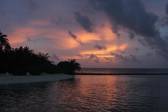 Adaaran Select Hudhuranfushi:                   黄昏