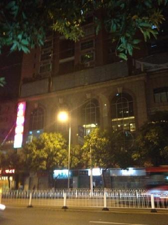 Huaxin Hotel:                   华鑫酒店