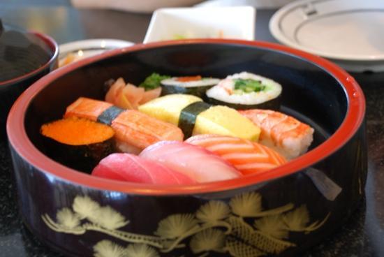 Fuji Japanese Restaurant - Jungceylon Patong: 寿司拼盘
