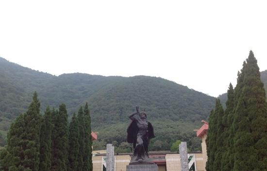 Qiong Hai Lu Mountain Scenic Area: 山上的凉山彝族奴隶博物馆