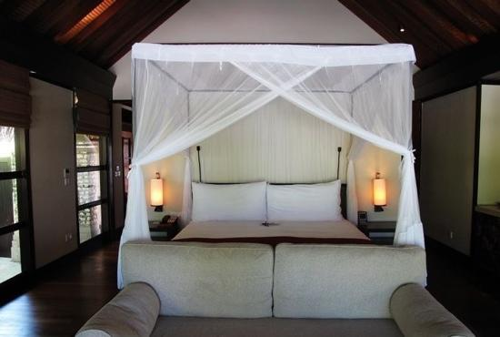 Four Seasons Resort Maldives at Kuda Huraa:                   bed
