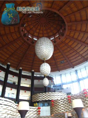 Huashuiwan Jinling Hotel:                                     酒店大堂灯饰