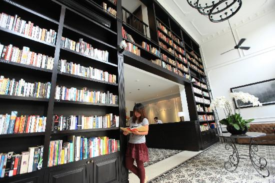 The Alcove Library Hotel:                   lobby