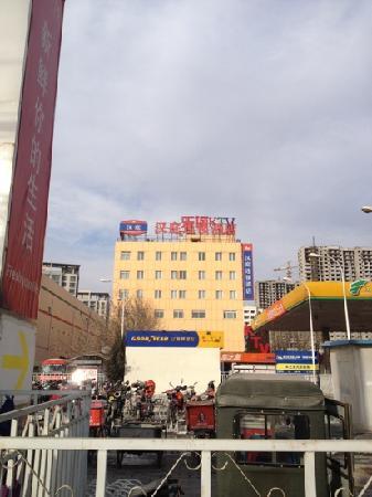 Hanting Express Beijing Caimanjie: 远看汉庭