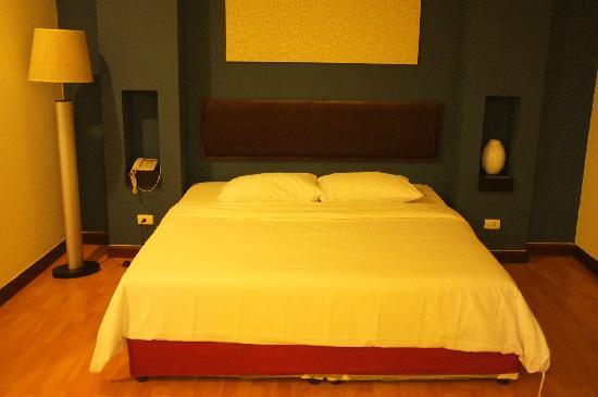 Atrium Boutique Resort Hotel: 大床略硬,空调对着头吹