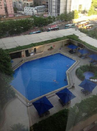 Shangri-la Hotel Shenzhen: 房间往下去的露天泳池