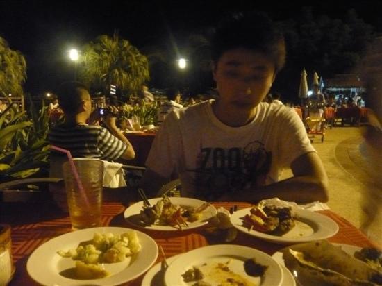 HuanQiu Cheng FeiZhou FengQing ShaoKao ZiZhu : 自助餐