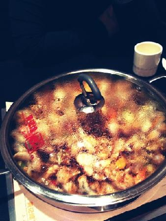 HuangJiHuang Three-Sauce Simmer Pot :                   牛蛙锅