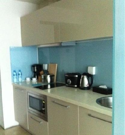 Seasons Park Ruizhi Service Apartment: 配套的厨房很赞