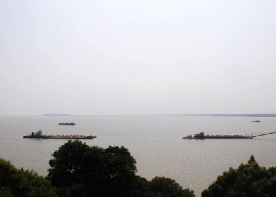 Dongting Lake (Dongtinghu): 洞庭湖