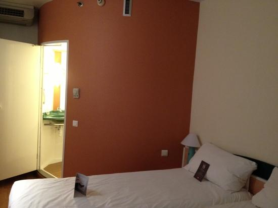 Ibis Barcelona Meridiana: 房间不错