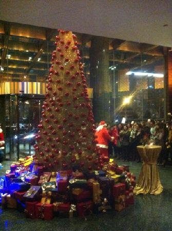 إنتركونتننتال بيكين فايناشيال ستريت: 大堂庆祝圣诞仪式