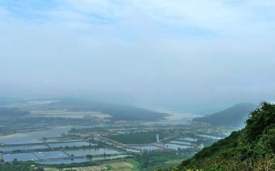 Tonggu Ridge : 铜鼓岭上望海景
