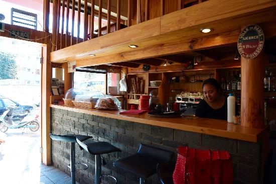 Lan BaiHong : 咖啡馆吧台