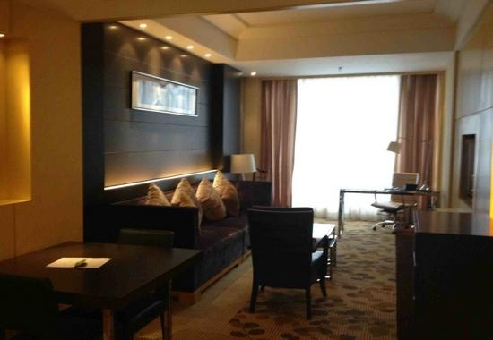 Courtyard by Marriott Shanghai Central: 套间