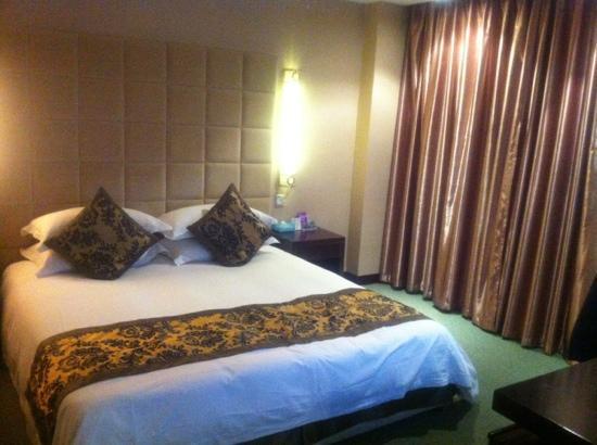 Tianninglou Hotel: 商务楼大床间