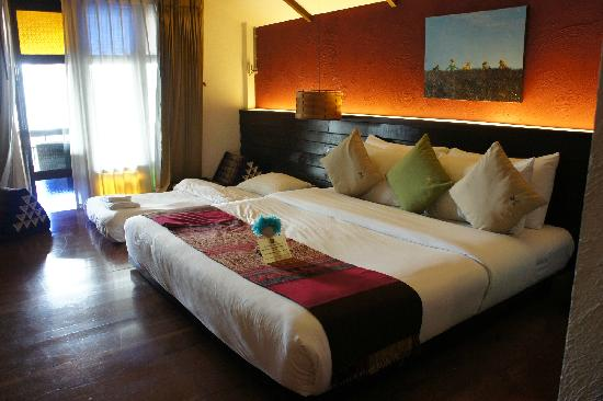 โรงแรม เดอ ลานนา: 这是豪华间,边上的小床是加床,睡着也挺舒服的