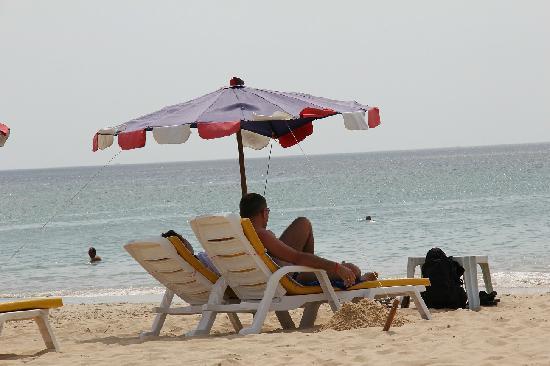 Secret Cliff Resort: 酒店附近的卡伦海滩