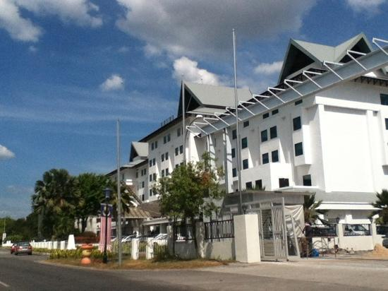 Hotel Helang Langkawi:                   酒店那侧就是机场了
