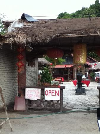 Deng Long Seafood Restaurant & Bar: 饭店的老板娘很好的,这里可以讲中文的阿