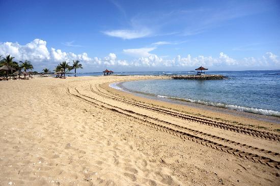 คลับเมด บาหลี: 酒店沙滩