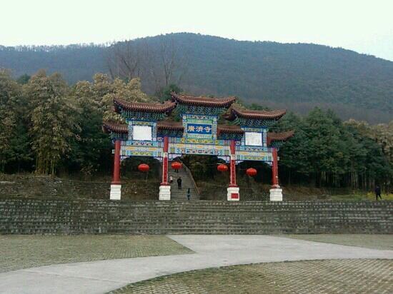 Wuhu, China:                   广济寺