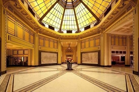 Fairmont Peace Hotel:                   和平饭店大堂