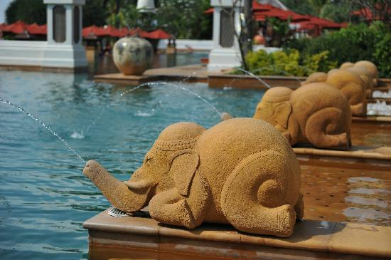 JW Marriott Phuket Resort & Spa: JW泳池深水区