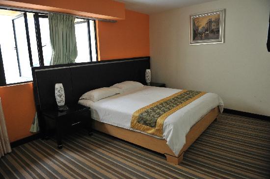 Hotel Hallmark Inn : 客房 大床还不错