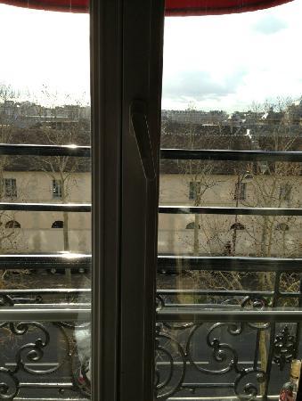 Derby Eiffel Hotel: 酒店窗外