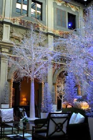 Four Seasons Hotel Firenze:                   大堂很漂亮                 