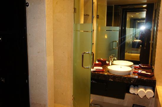 Pullman Bali Legian Nirwana: 浴室