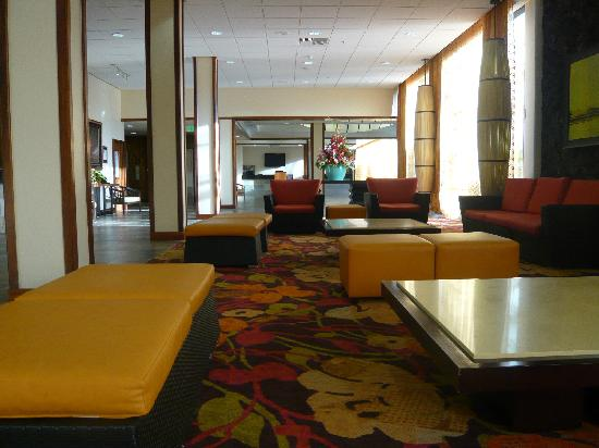 Courtyard by Marriott King Kamehameha's Kona Beach Hotel: 大堂一角