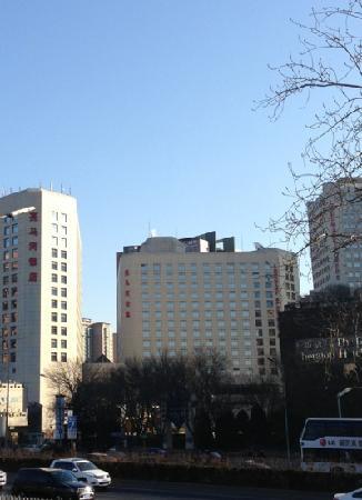 بكين لاندمارك هوتل: 亮马河公寓