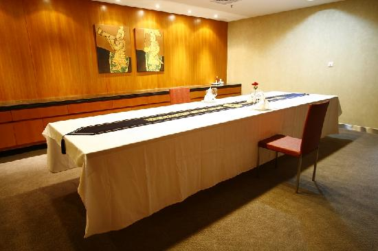 Radiance Hotel Shanghai: small meeting room