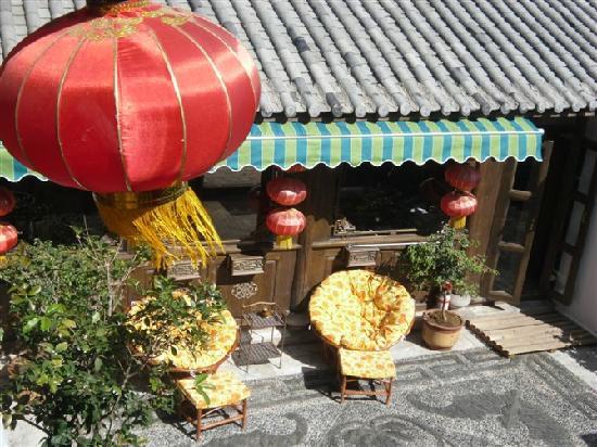 Huayang Nianhua Inn Lijiang Yangguang Lijiang: 客栈一角