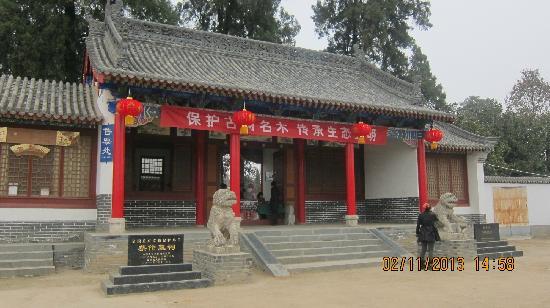 Cai Lun Mausoleum: 大门