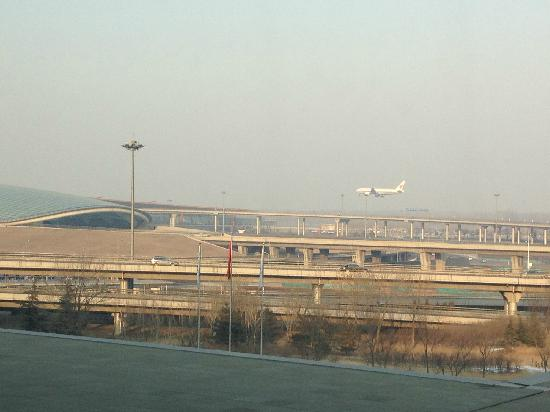 Langham Place, Beijing Capital Airport: 窗外的T3