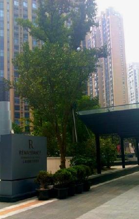 Renaissance Shanghai Putuo Hotel&A Marriott Luxury&Lifestyle Hotel:                   门口