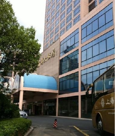 Hotel Equatorial Shanghai:                   门口