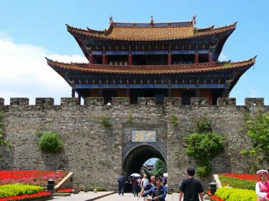 Dali Wenxian Road :                   大理文献路