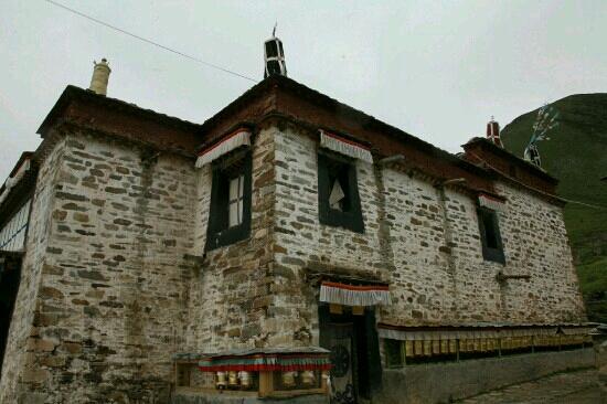 Gyaca County, Chine : 穷果杰寺