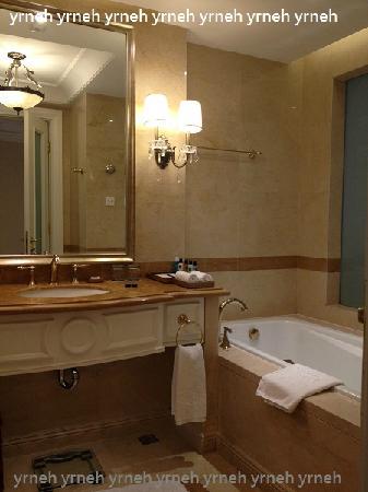 Grand Metropark Ocean Spring Resort Qingdao: 精致浴室