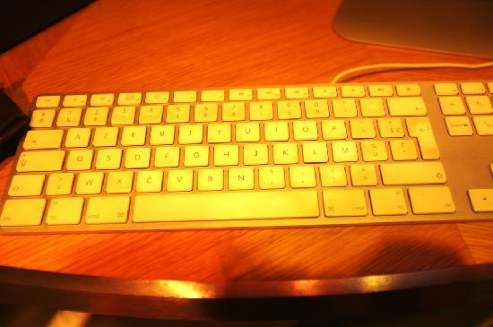 Mercure Paris Tour Eiffel Grenelle Hotel:                   大堂上网区的键盘排序全是乱的,而且按下显示的又是其他的字母