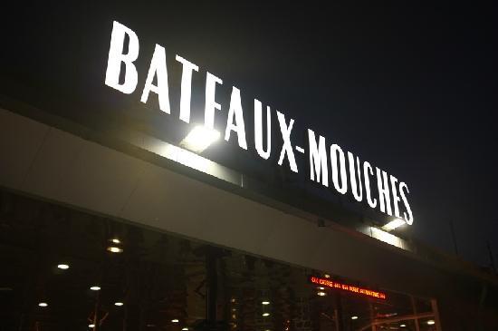 Mercure Paris Tour Eiffel Grenelle Hotel:                   酒店附近塞纳河游船的卖票处与登船口