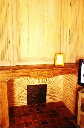 Le Champ Des Oiseaux:                   客房内可以使用的壁炉
