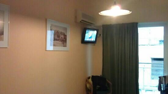 Evripides Hotel:                   酒店单人间内部