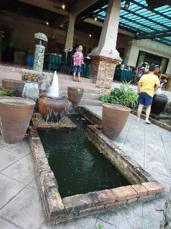 Circle Phuket Resort & Spa: 酒店大堂和餐厅