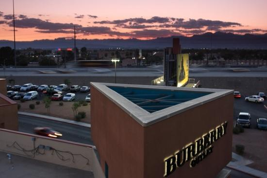 Las Vegas Premium Outlets - South : 夜幕下的购物天堂