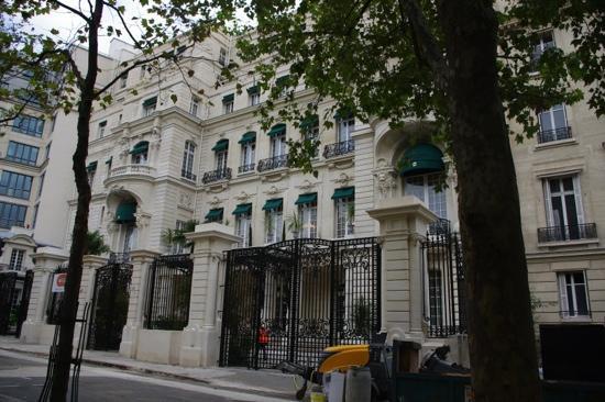 Shangri-La Hotel Paris: Exterior